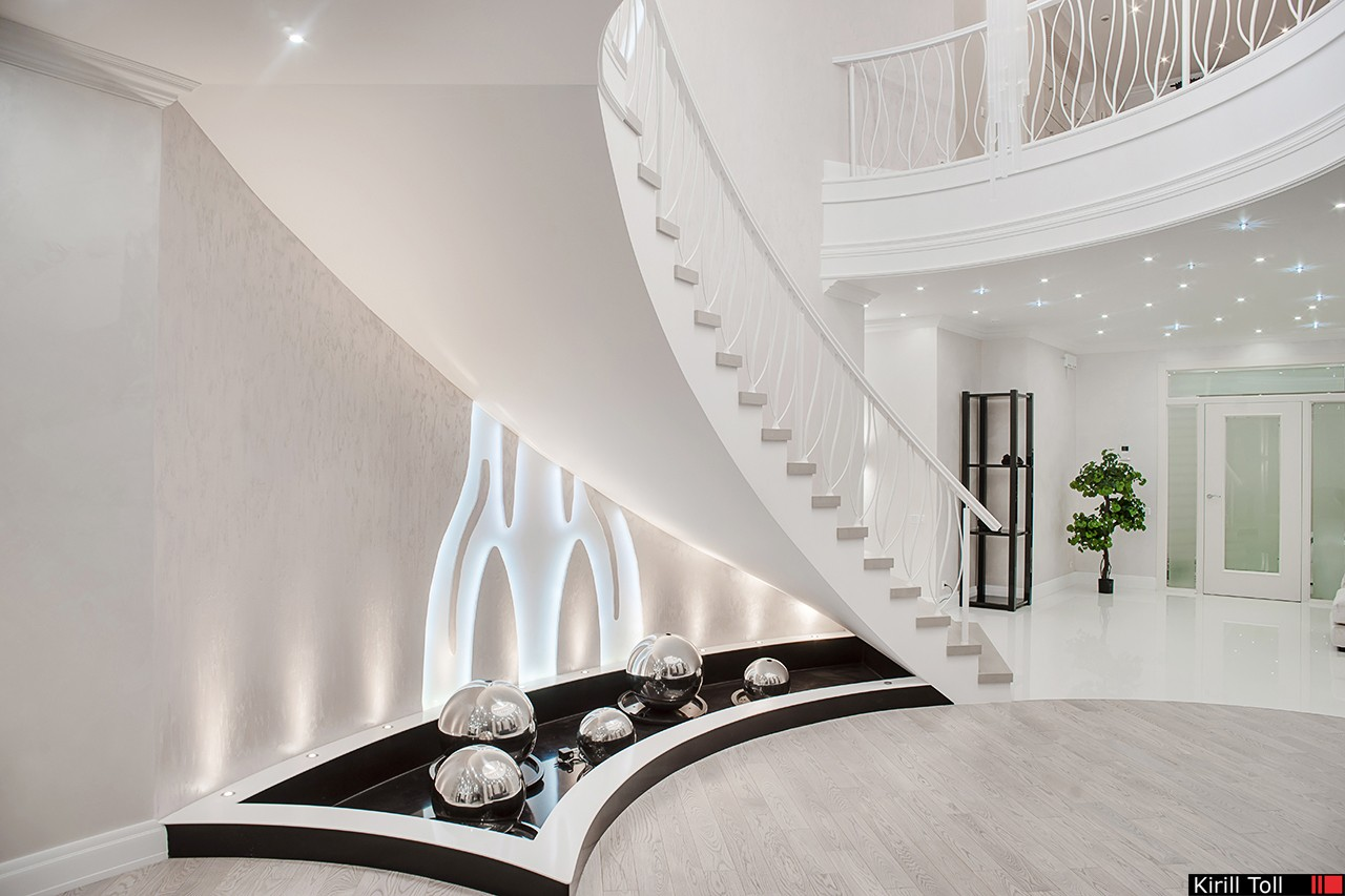 interior photo of a spiral staircase between the floors of the photographer's villa Kirill Toll