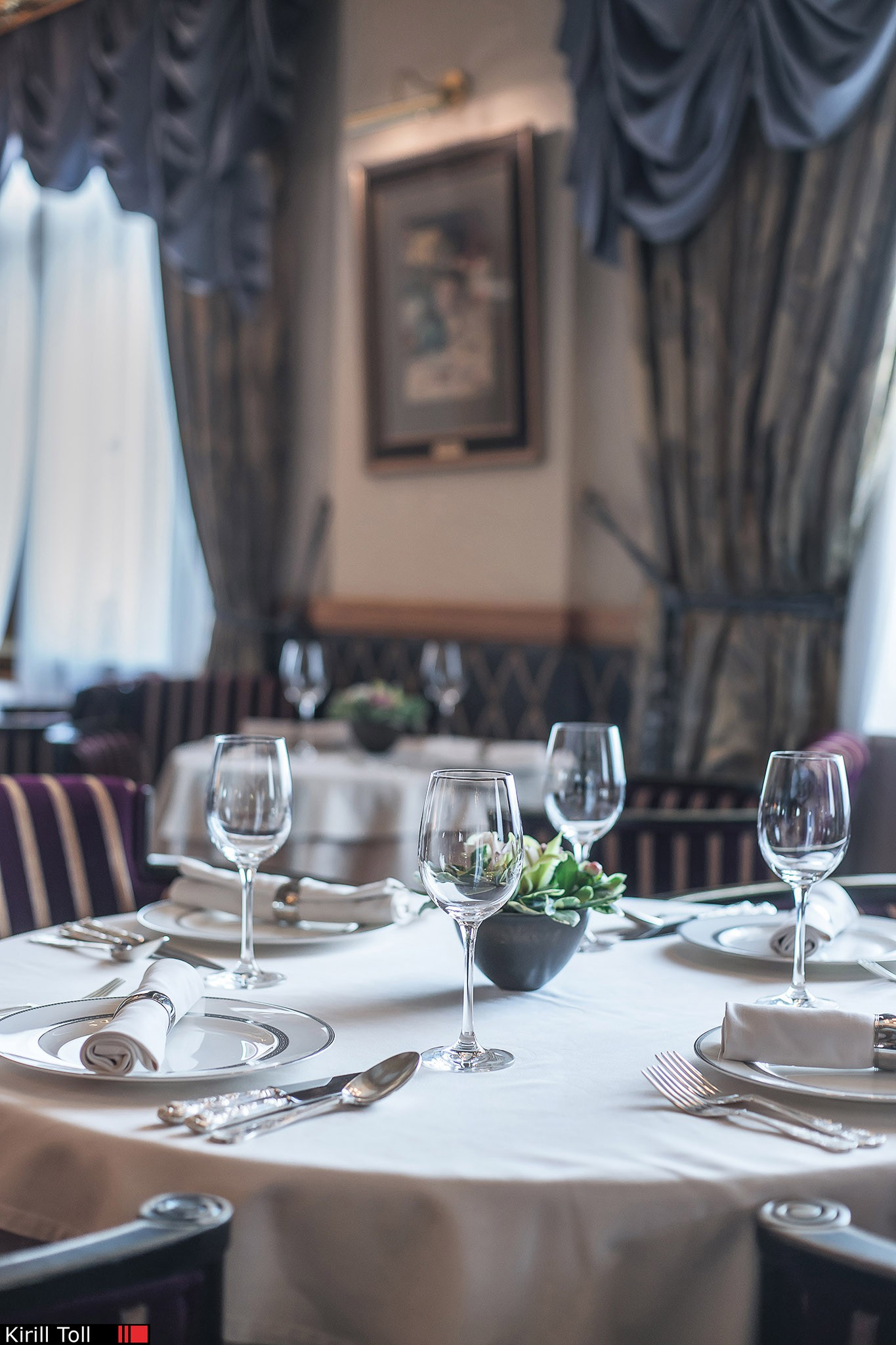 Interior photography for advertising. A restaurant. Photographer Toll