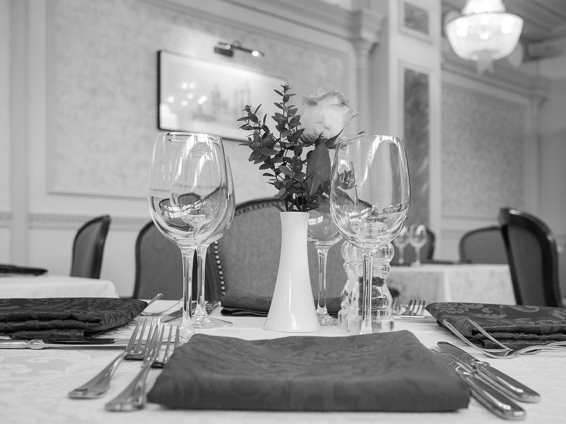 Photographing the hall for weddings and events in the restaurant. Photographer Kirill Toll