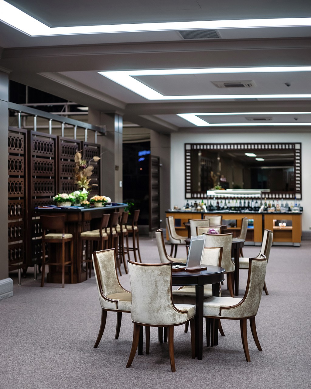 Gallery of the interior photographer. Restaurant at the airport.