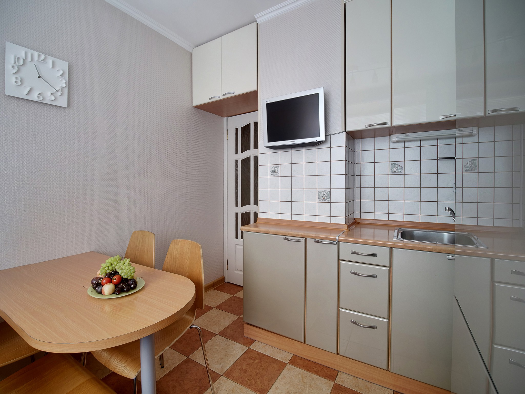 How many photos do you need to sell a Moscow apartment?