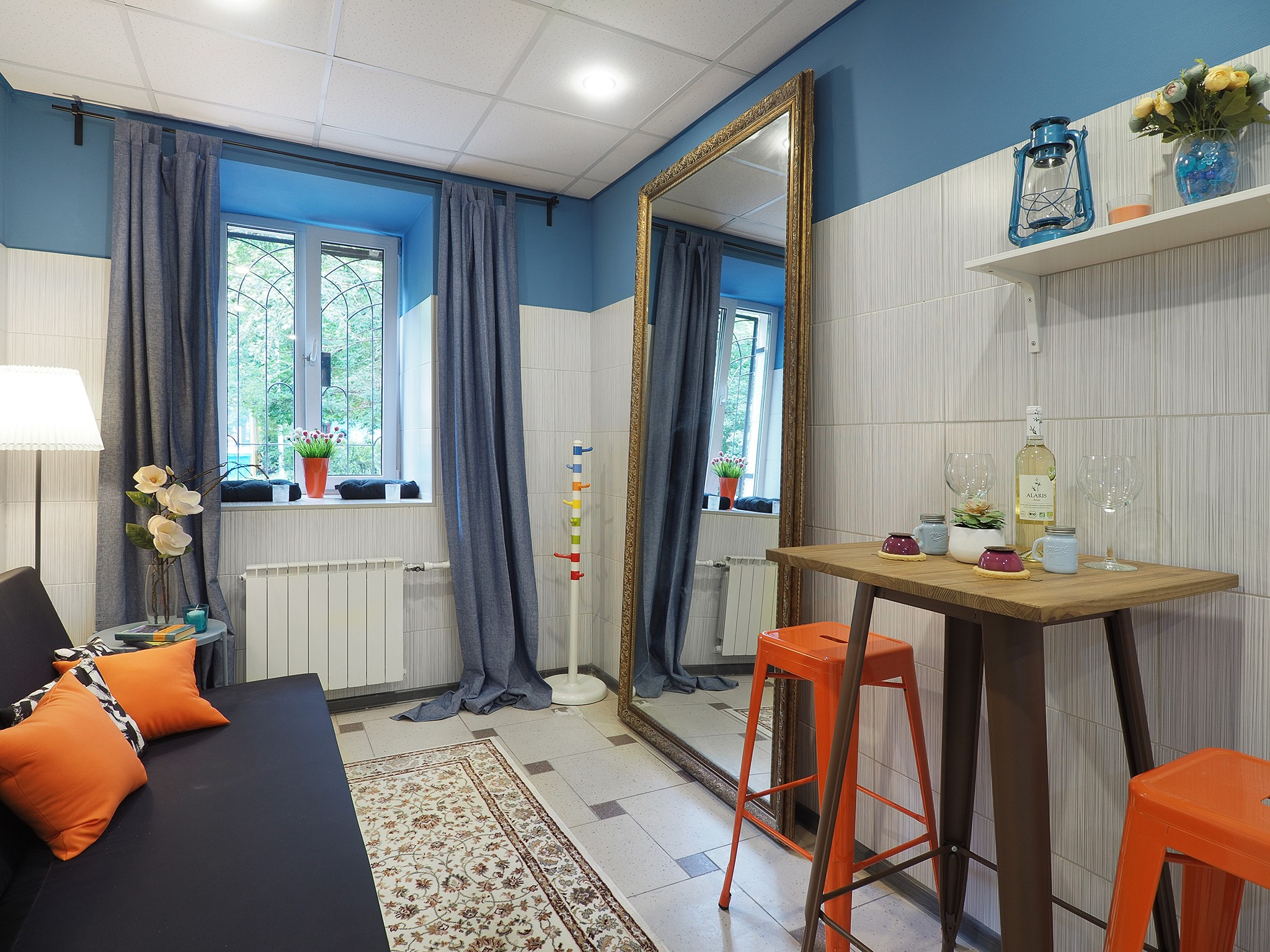 interior photos of a small hostel in Moscow