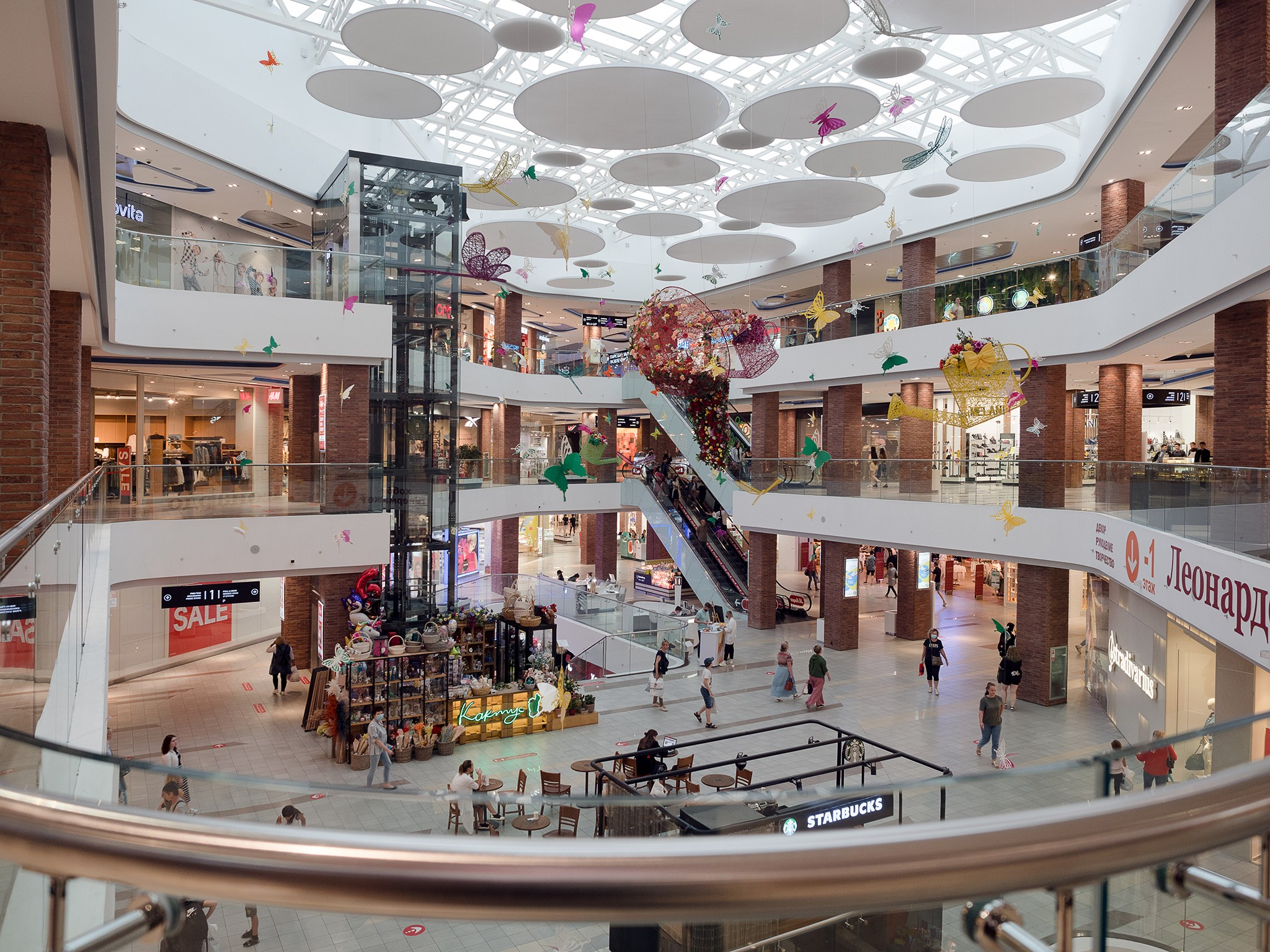 Interior of the hall of the shopping center- (1)