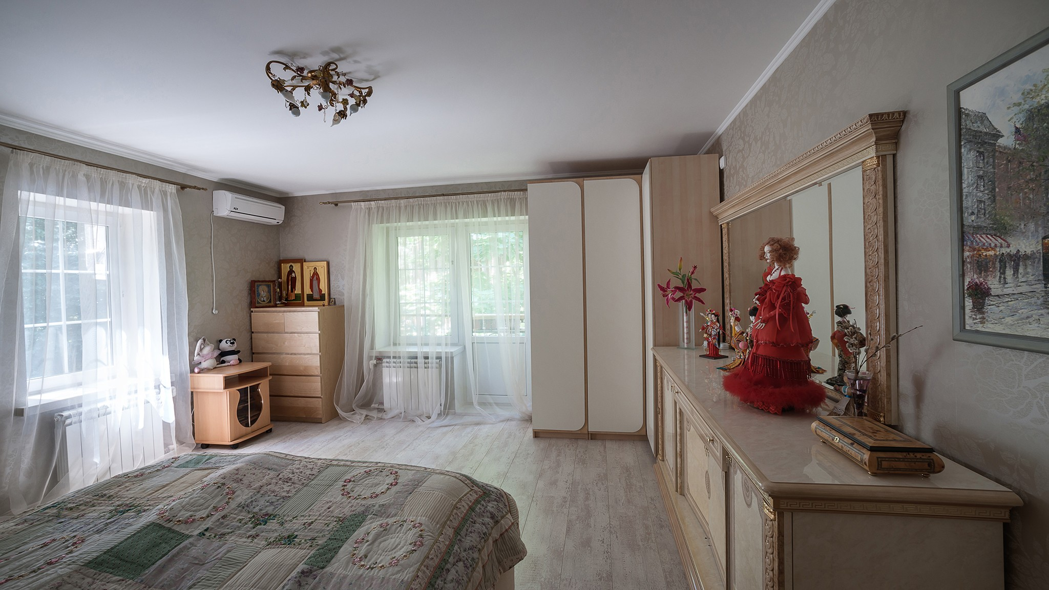 Photograph of a family house for sale. Interior and exterior of the house