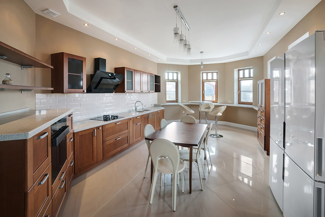 Quick photo of the interior and a suburban house for sale