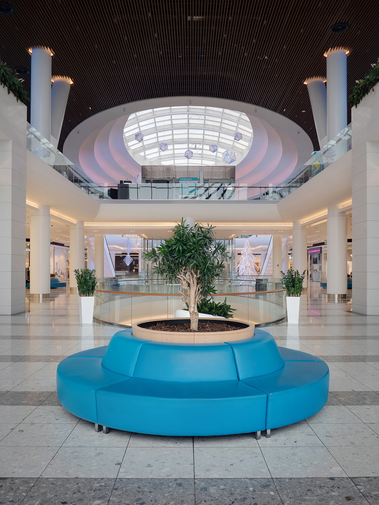 Photographing the interiors of shopping and entertainment centers