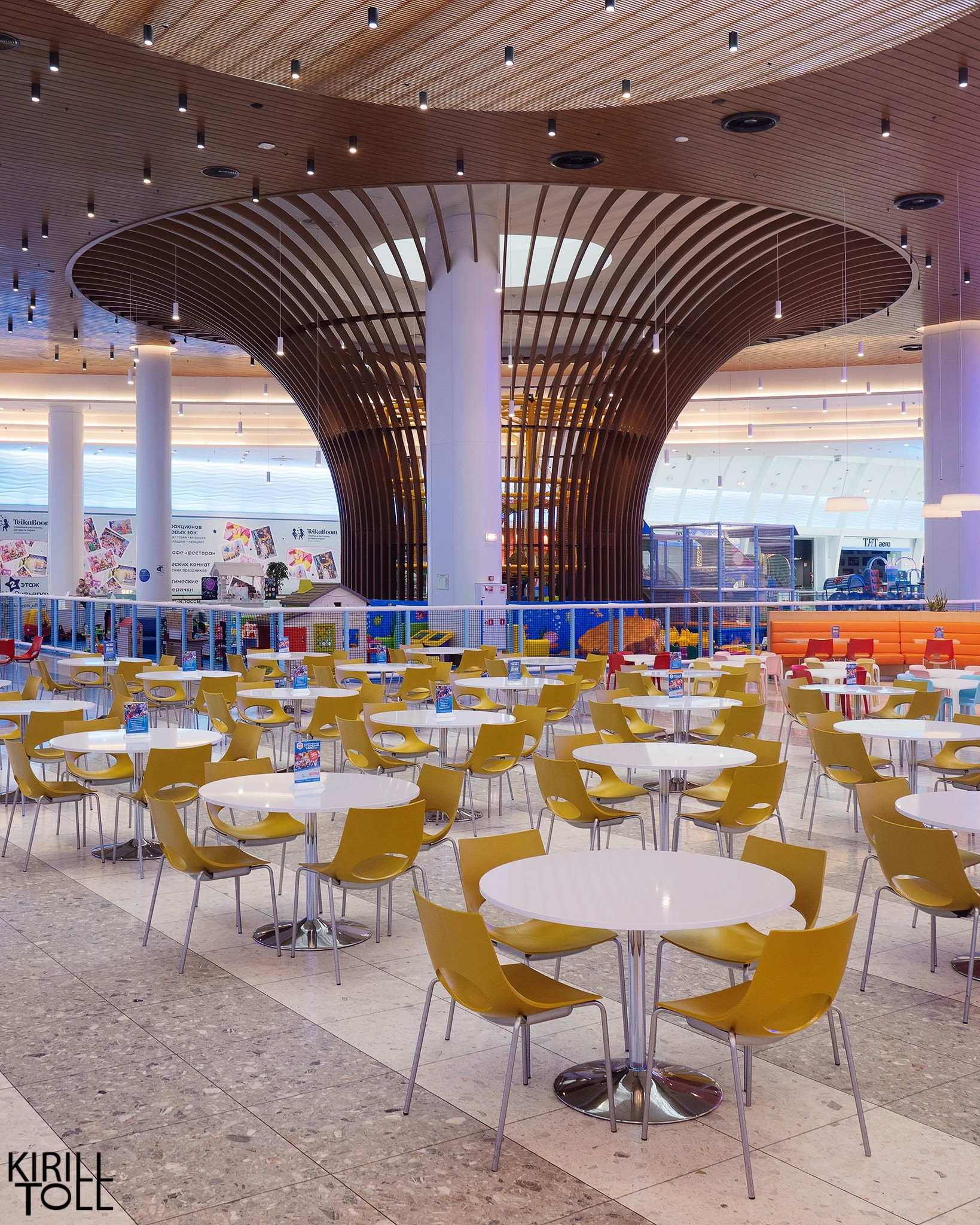 Professional photos of the food court of the shopping center in the portfolio of the interior photographer Kirill Toll. Moscow.