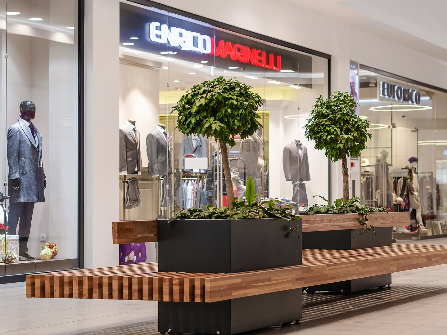 Recreation areas in a shopping center. Professional interior photography.