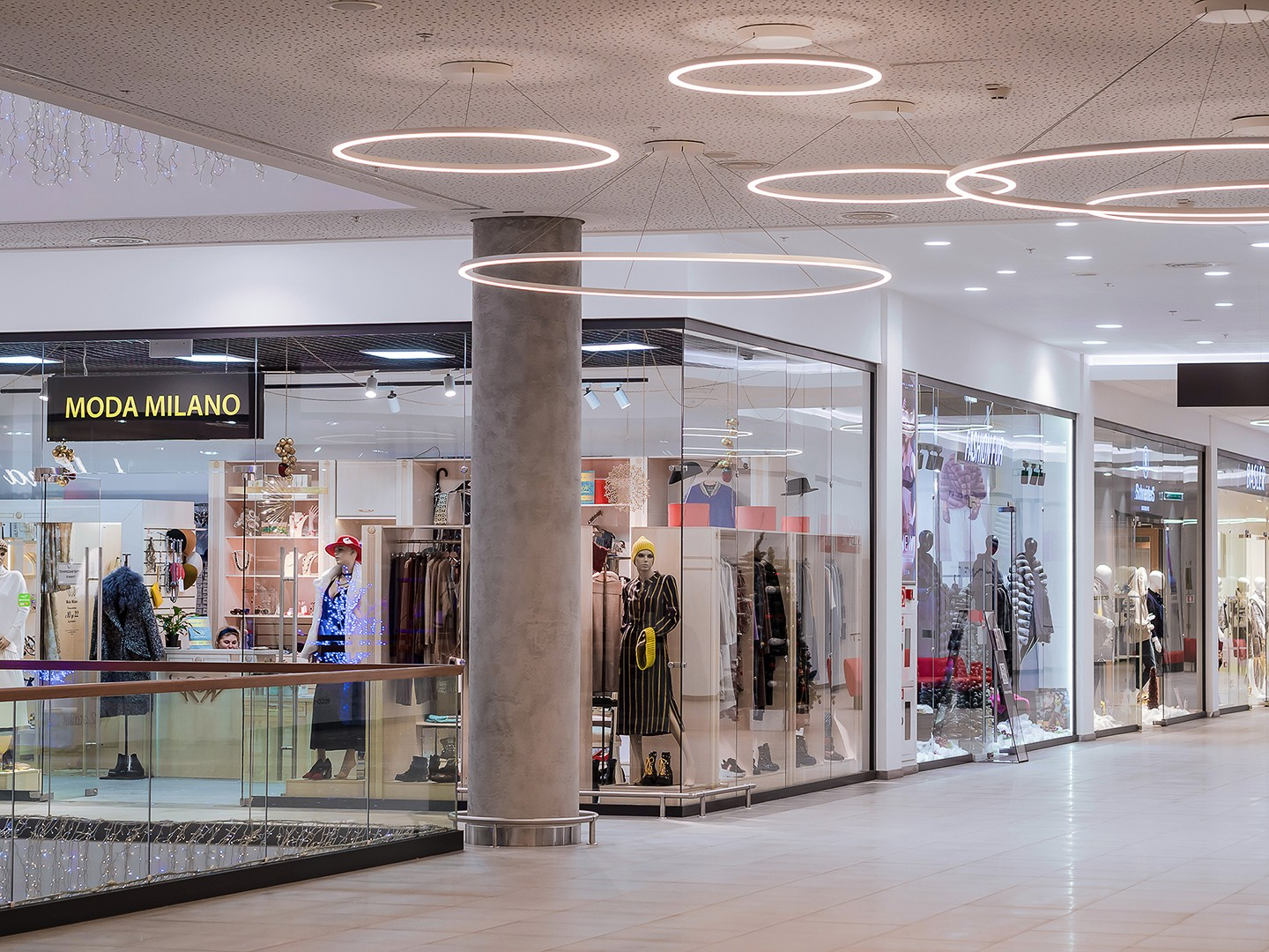 Gallery in the mall. interior photography of real estate in Moscow