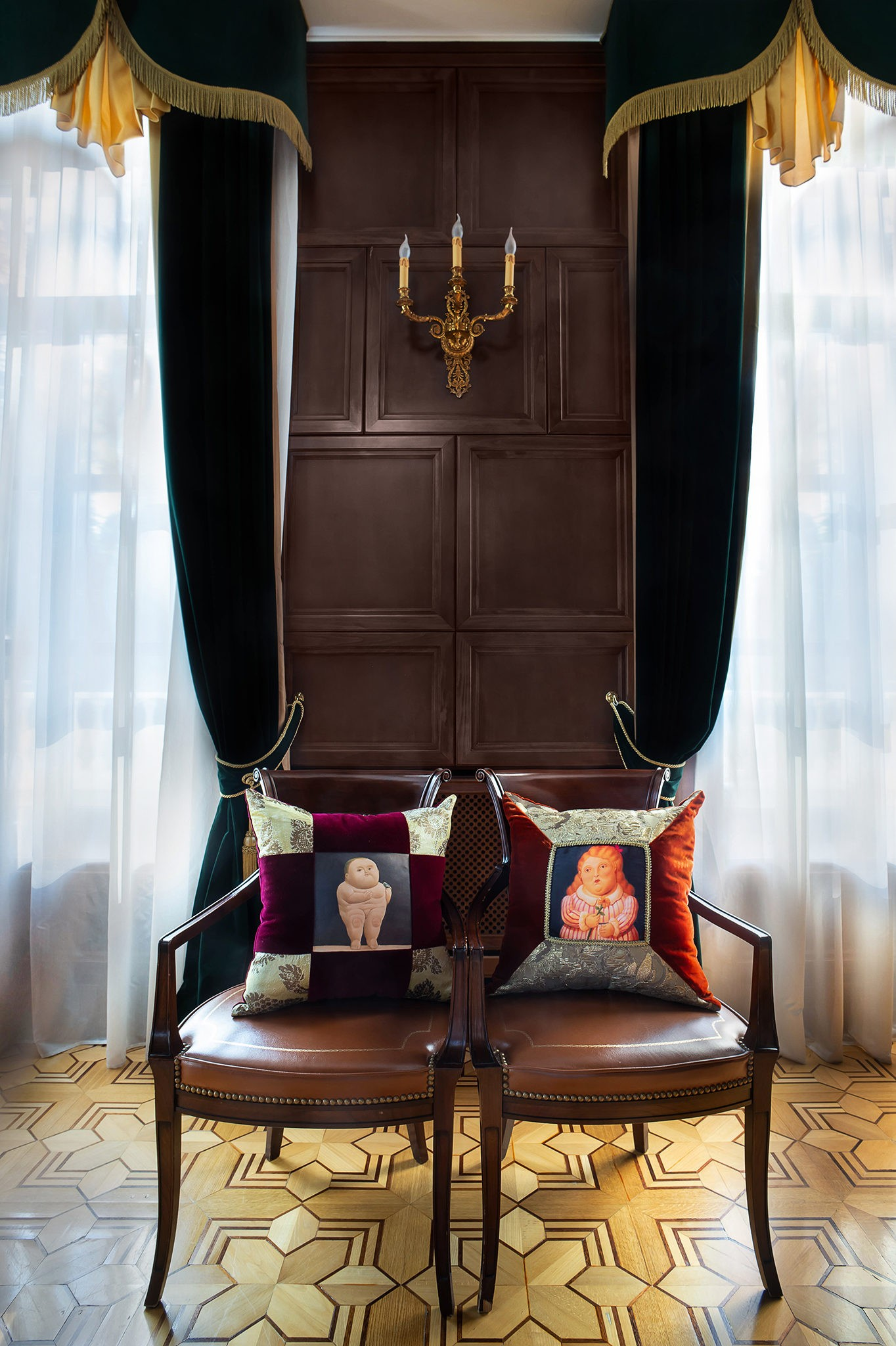 Interior photography in the villa. Pillows on armchairs and chairs. Professional photographer. Moscow.