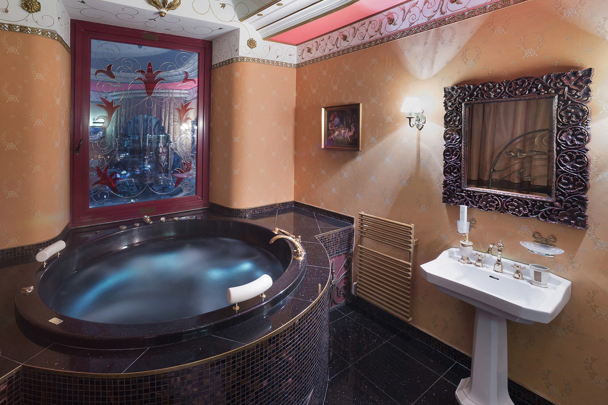 Red Hotel room + Jacuzzi. Interior photography of a private hotel in the center of Moscow