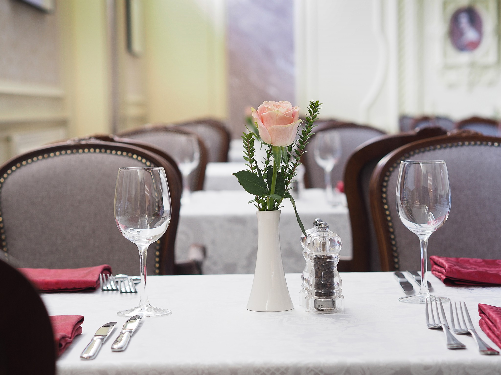 Interior photos of the restaurant. Hall for celebrations and weddings. Professional Photography Kirill Toll