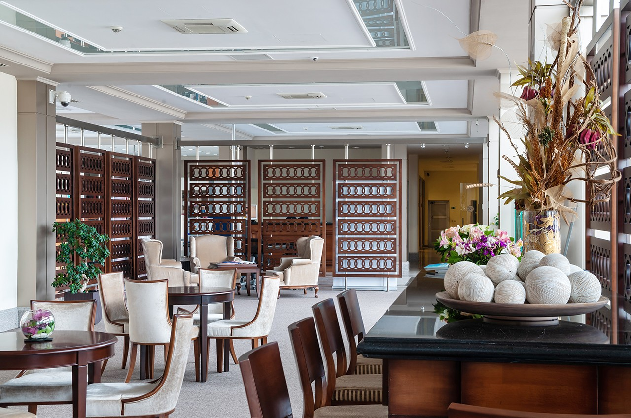 Restaurant at the airport. Interior photography
