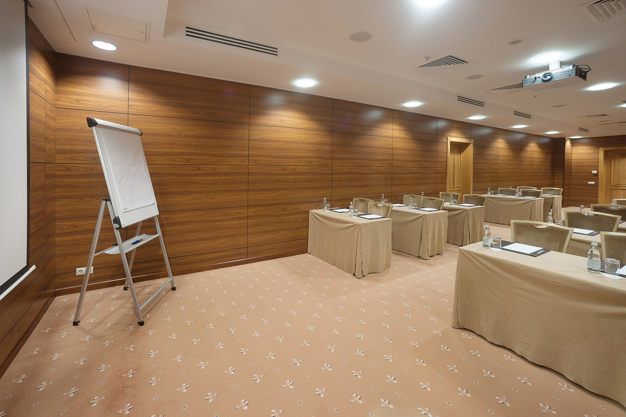 Photos of the interior of the room for meetings and negotiations. Photographer Toll. Moscow