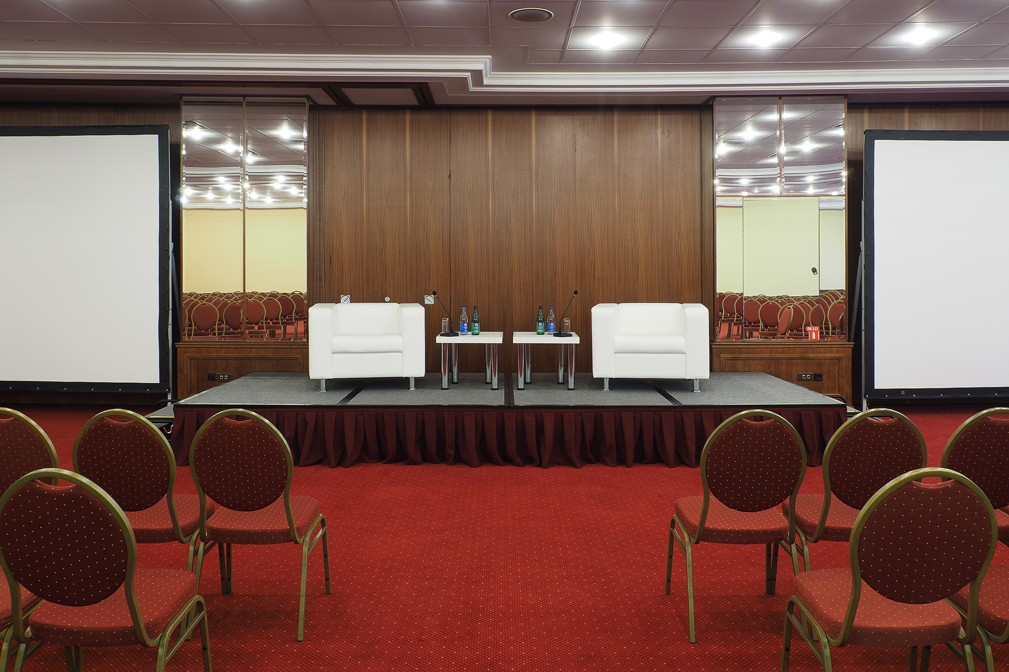 panoramic photos of conference rooms and media centers